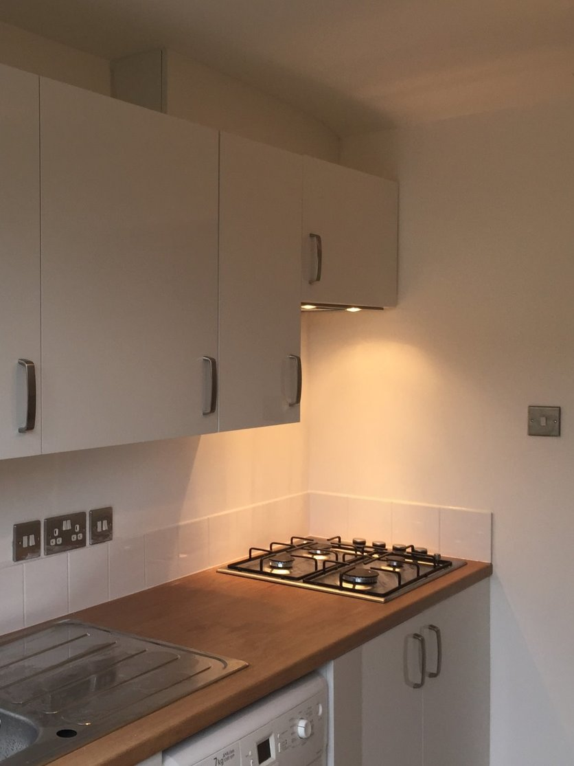 New kitchen installed with mason mitred worktops. Tiled splashback and final coat of paint. Final fix of stainless steel electrical fittings. All work by MJS Building Maintenance Ltd. a North Devon Building Contractor based in Barnstaple.